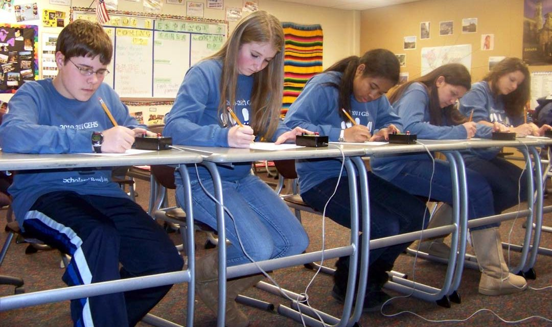 High school students use smarts in scholars competition